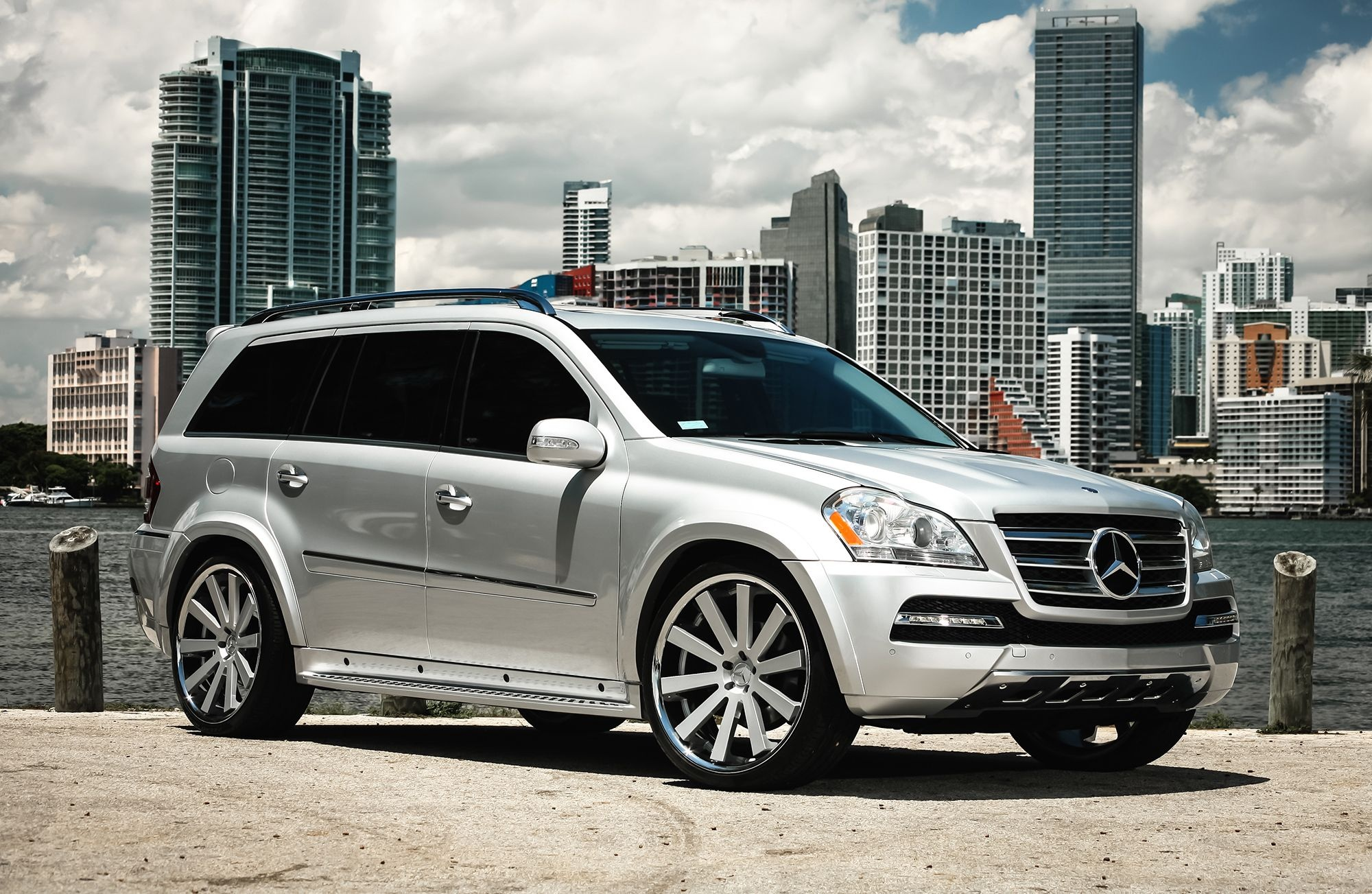 customized mercedes benz gl450 with color matched exterior trim