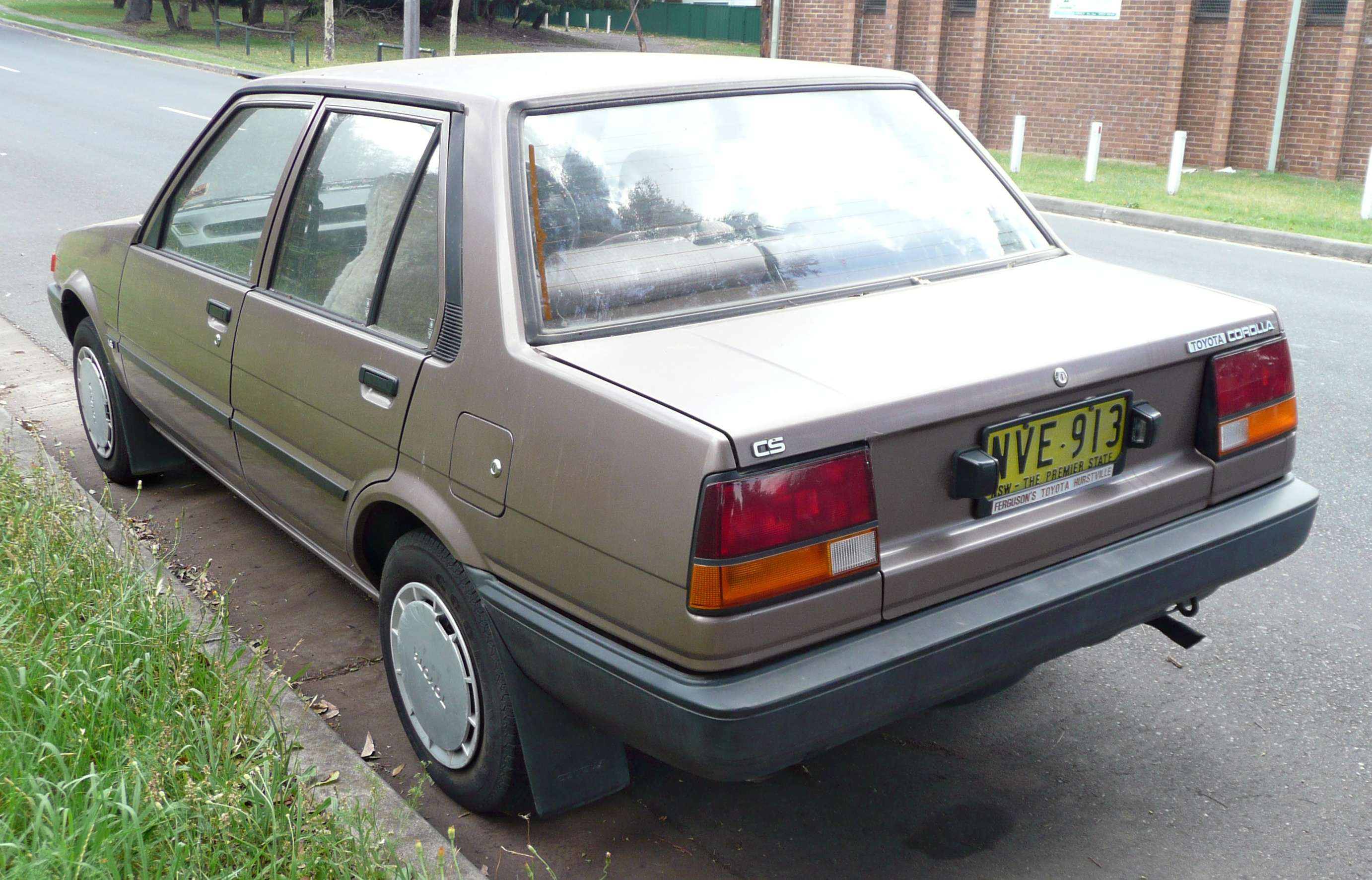 file1985 1986 toyota corolla ae82 cs sedan 03 wikimedia commons